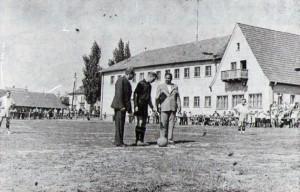 Platzeinweihung im Jahre 49 hinter dem Gästehaus Ullrich